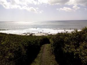 Wanderweg abwärts Richtung Strand
